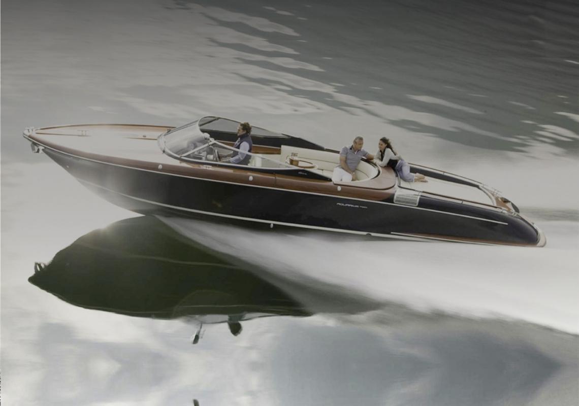 hier geht 39 s zur modell bersicht von neuen riva yachten. Black Bedroom Furniture Sets. Home Design Ideas