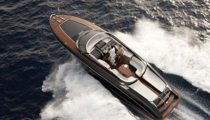 Riva Yacht kaufen. Hier: Riva Rivamare