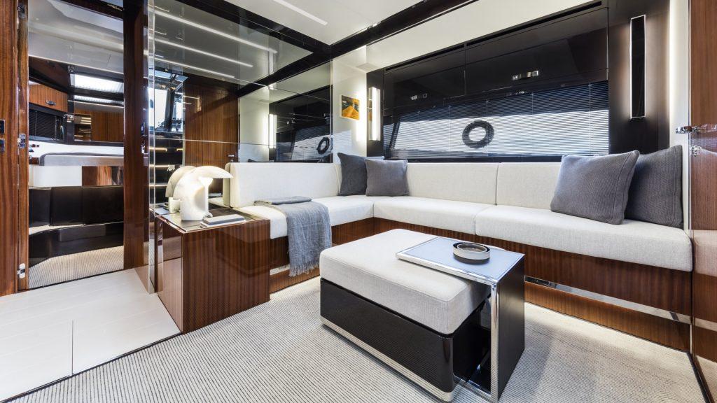 Luxusyachten: Riva 56 Rivale